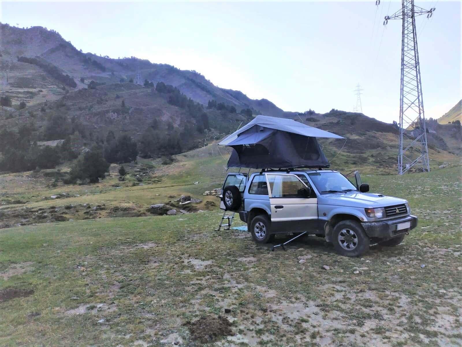 Tienda de techo DMG 135 en la montaña